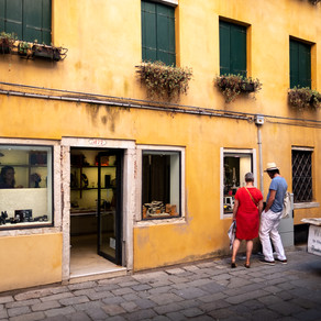 Browsing Books, Venice
