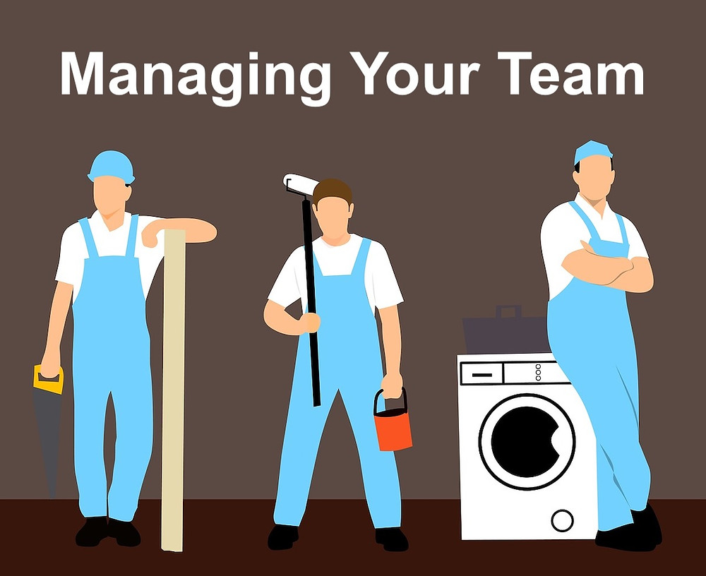 Infographic on managing contractors for smooth renovation.