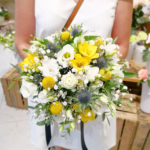 Bouquet_de_mariee_Blanc_Jaune_bleu_Ateli
