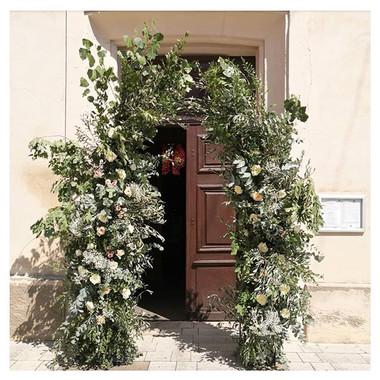 Arche florale sauvage église Atelier Lavarenne