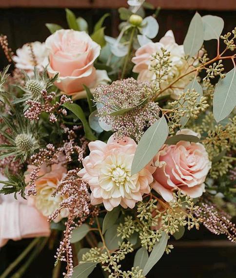 Bouquet-de-mariée-rose-poudré_Atelier_La
