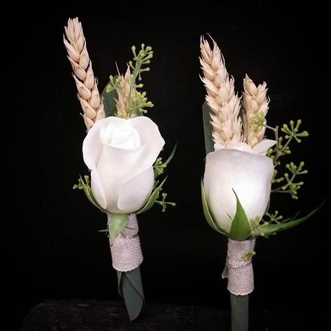 Boutonnière rose blanche blé Atelier Lavarenne