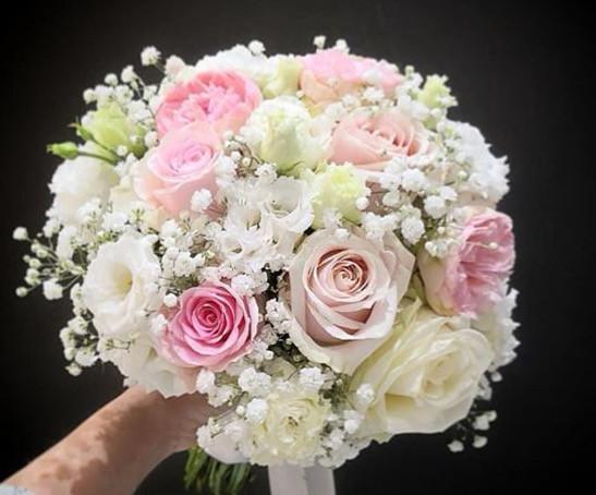 Bouquet-de-mariee-rond-blanc-rose-Atelie