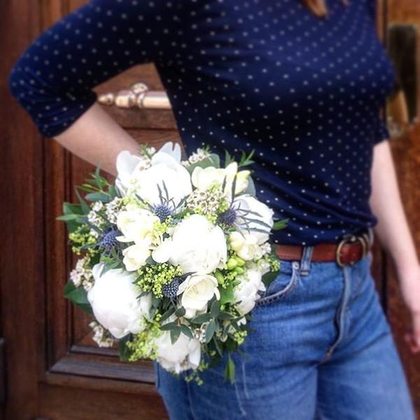 Bouquet de mariée rond blanc bleu Atelie