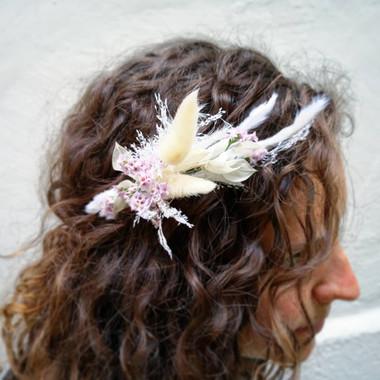 Bijou de cheveux en fleurs séchées