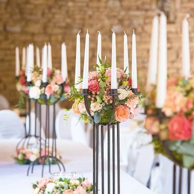 Centre de table boule de fleurs chandeli