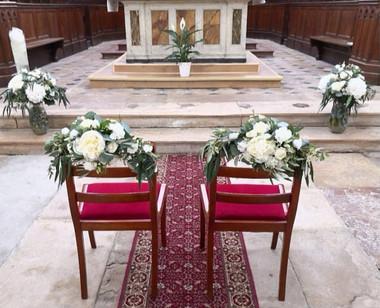 Chaise des mariés composition d'autel .j