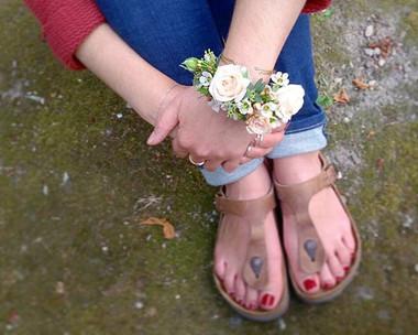 Bracelet de fleurs pour notre mariée du