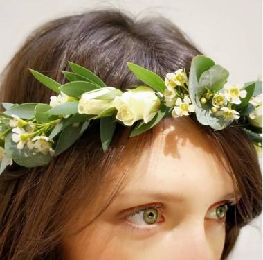 Couronne fine fleurs blanche.jpeg