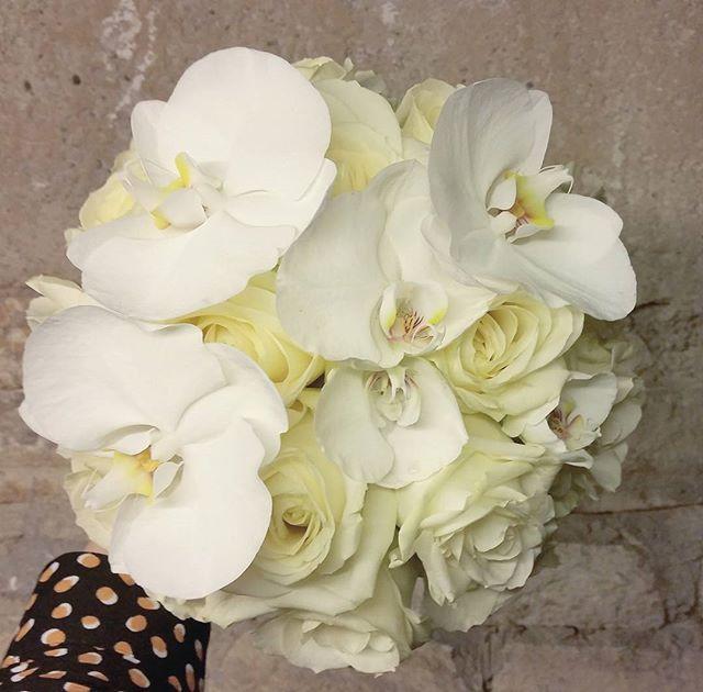 Bouquet_de_mariée_Boule_Rose_blanc_Orchi