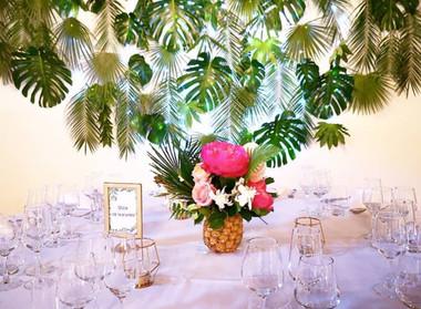 Mur végétal tropical composition ananas.