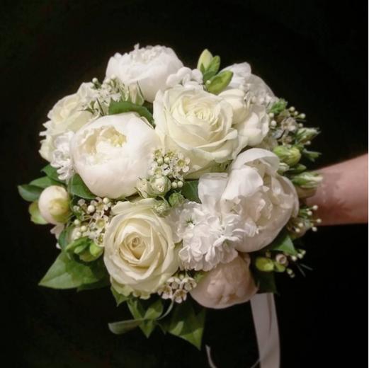 Boquet de mariée rond blanc pivoine Atel