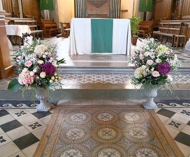Composition florale d'église