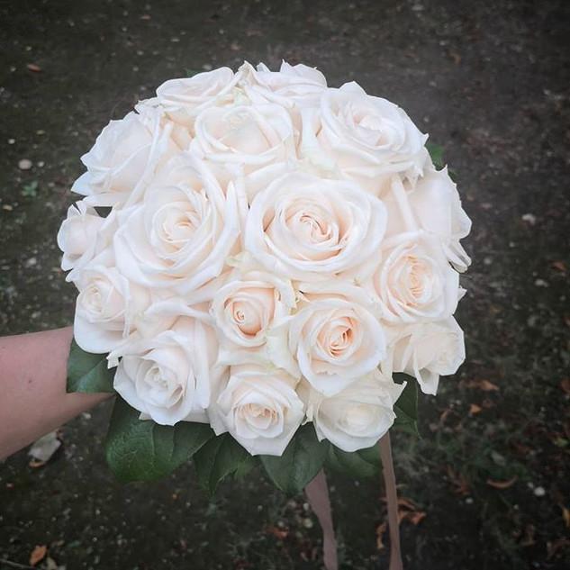 Bouquet boule de rose crème Atelier Lava