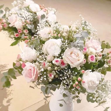 Composition d'autel rose et blanc