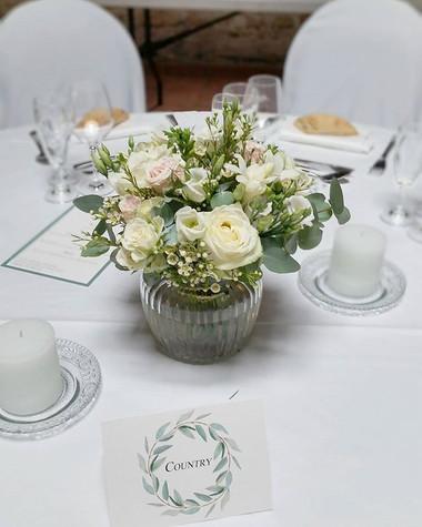 Centre de table fleurs blanches