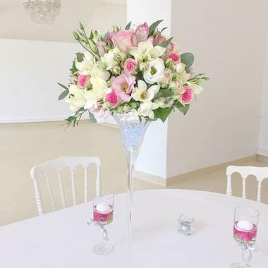 Composition florale mariage blanc rose c