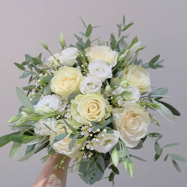Bouquet de mariée blanc sauvage eucalypt