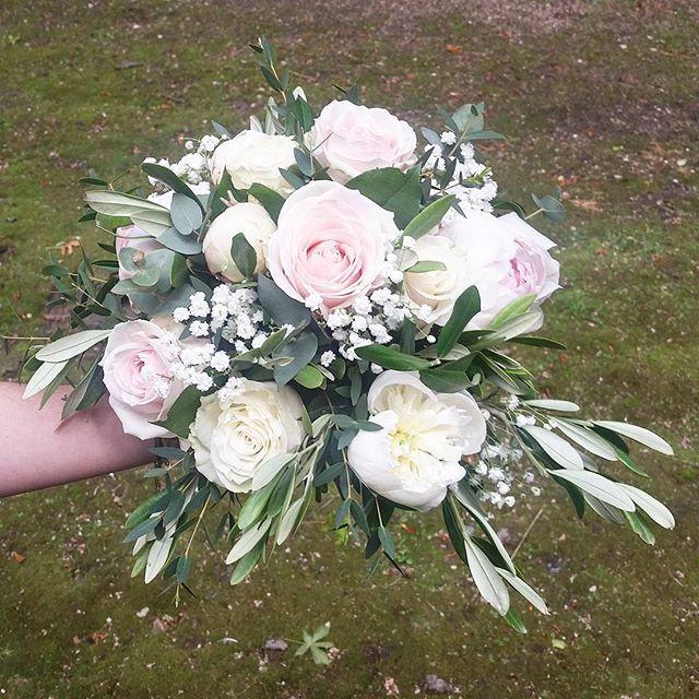 Bouquet de mariée rose poudré blanc oliv
