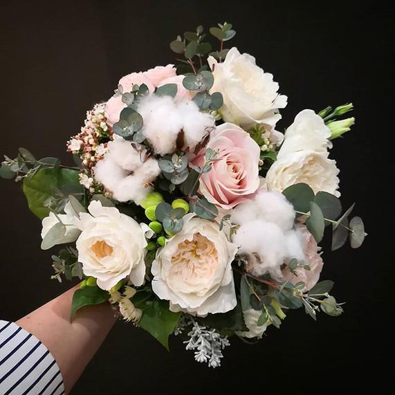 Bouquet-de-mariee-ivoire-rose-poudré-cot