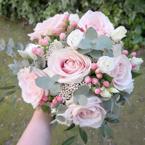 Bouquet de mariée rond rose poudré Ateli