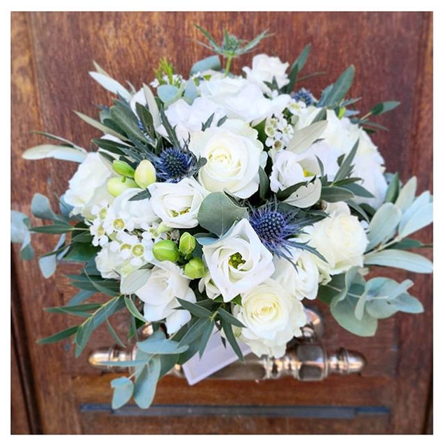 Bouquet de mariée blanc bleu Atelier Lav