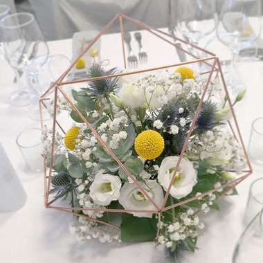 Centre de table mariage blanc bleu jaune