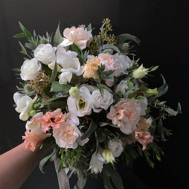 Bouquet de mariée blanc pêche Atelier La