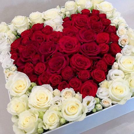Maxi coffret-fleur coeur roses 150€