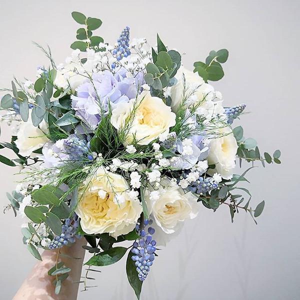 Bouquet de mariée ivoire pastel bleu Ate