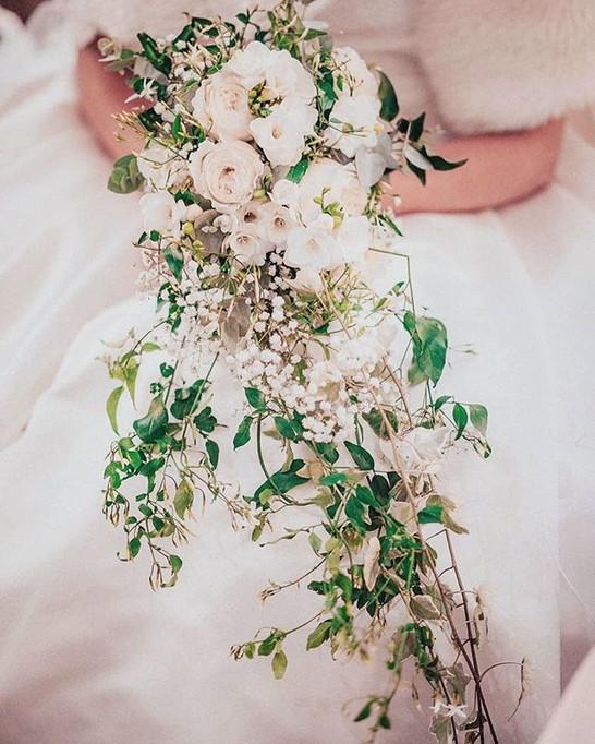 Bouquet-de-mariée-blanc-cascade-jasmin-A