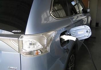 Mitsubishi Outlander PHEV Portable EVSE electric car charger