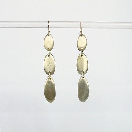 Triple pebble earring in matte gold