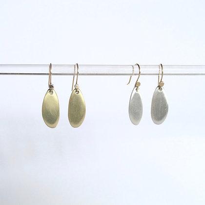 Dangling matte drop earring