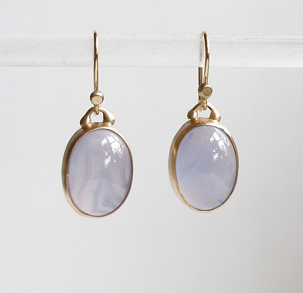Blue chalcedony cabachon earring in 14k gold