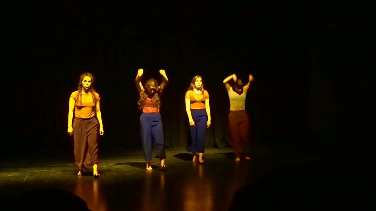 """Primera obra de danza contemporánea de Colectivo Herederas, estrenada en noviembre del año 2017 en el Centro Cultural """"Tío Lalo Parra"""" de Cerrillos."""