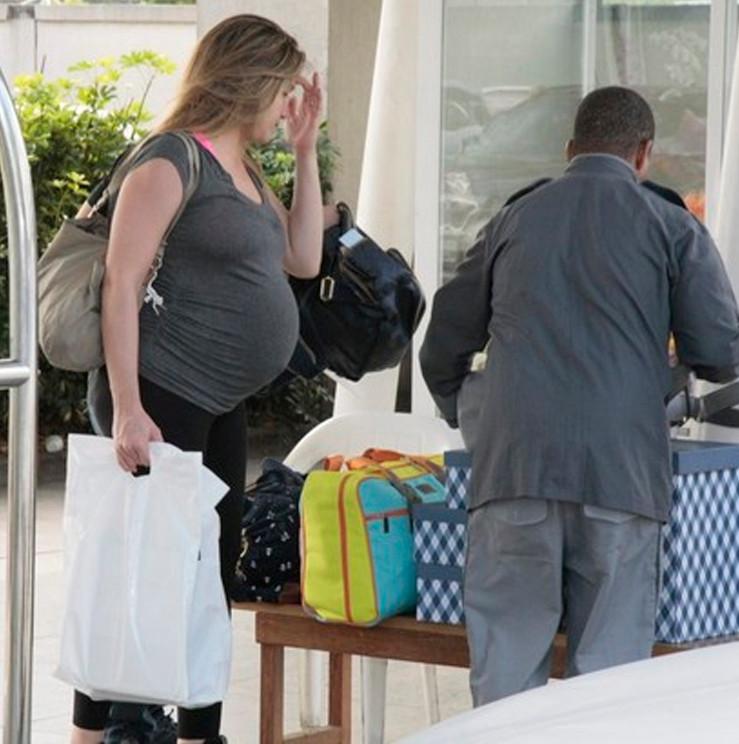 Fernanda Gentil com Mala de Maternidade Masterbag Famosos Usam
