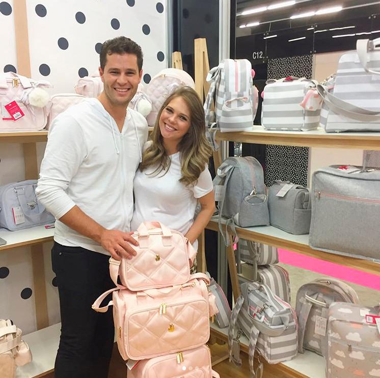 Pedro Leonardo e Esposa com Malas de Maternidade Masterbag Famosos