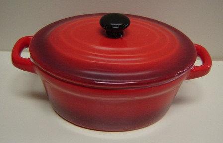 Ovenschaal/pannetje met deksel rood; ovaal: 11 x 8;5 x 7;5 h. cm