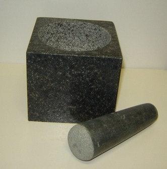 Vijzel (graniet) donker groen; 11 x 11 x 10 h. cm