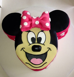 Cheeky Minnie the Mouse Cake