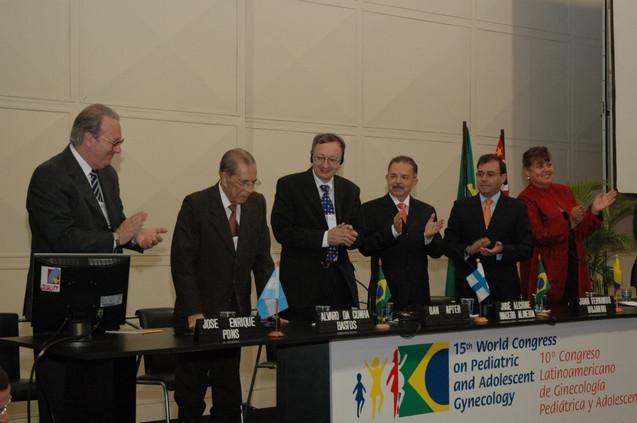 Prof. Álvaro é homenageado pela mesa diretora e pela plateia