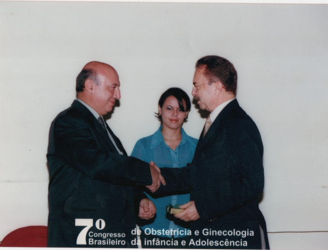 Sessão Solene de Abertura: Dr. Alcione recebendo Homenagem