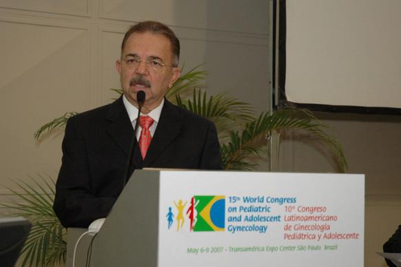 José Alcione - Presidente dos congressos discursando na abertura