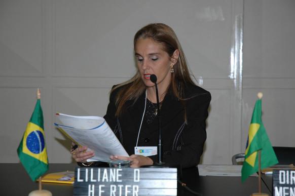 Liliane Herter presidindo sessão