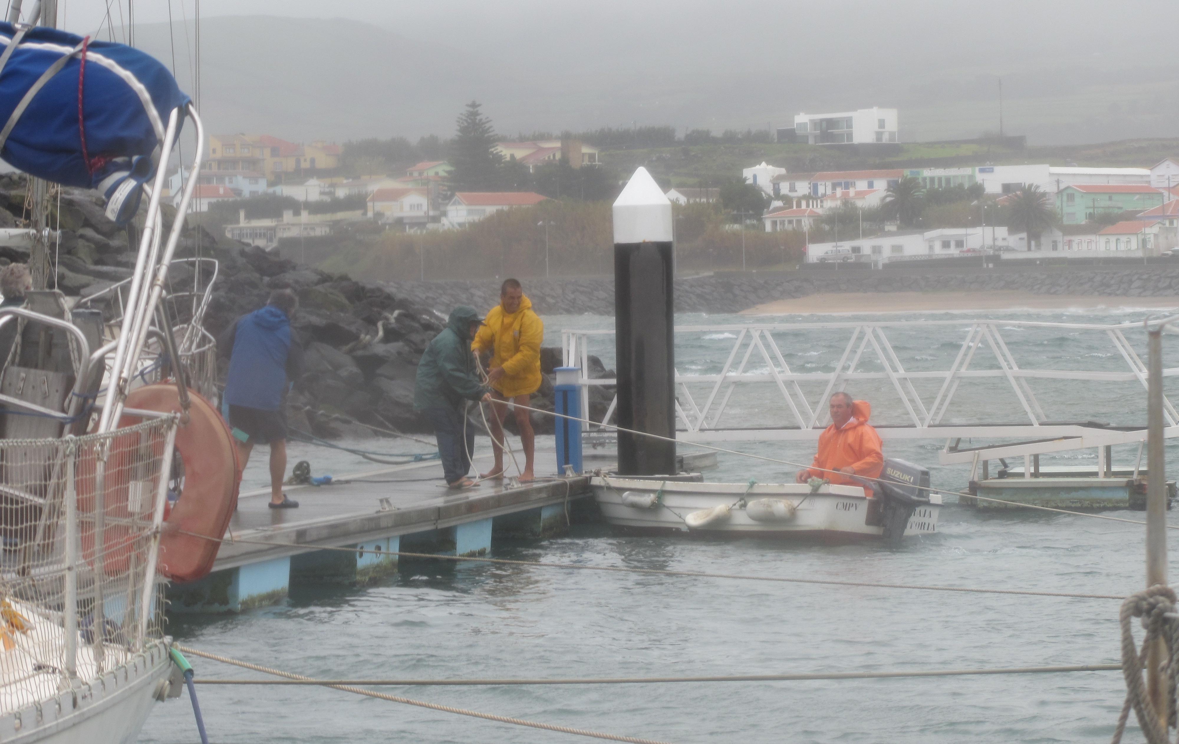 tempête à Praia de Vitoria, Terceira