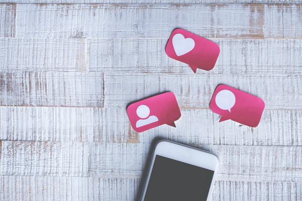 Ser positivo nas redes sociais aumenta o engajamento e a predisposição de compra