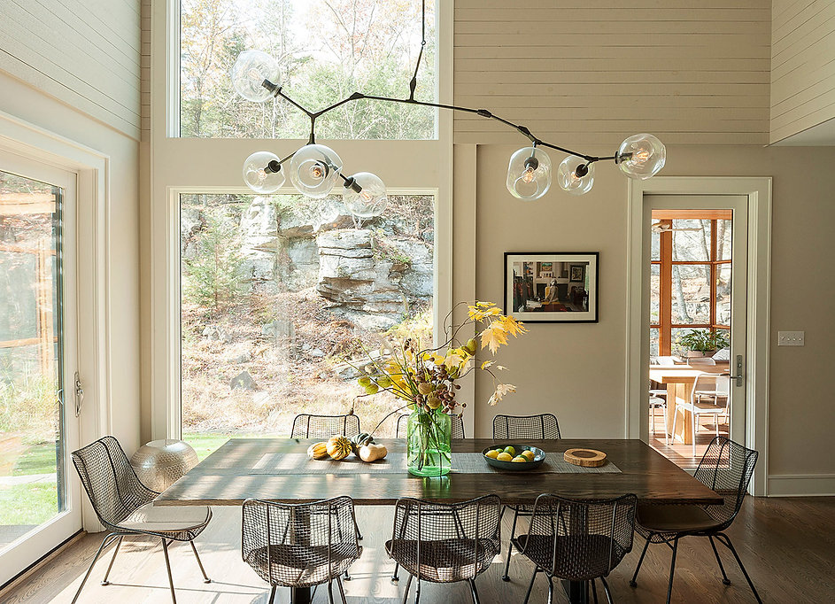 Bertoia dining chairs, Lindsey Adelman Branching Bubbles chandelier, Woodstock country house