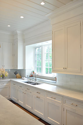 Traditional white kitchen, white kitchen cabinetry