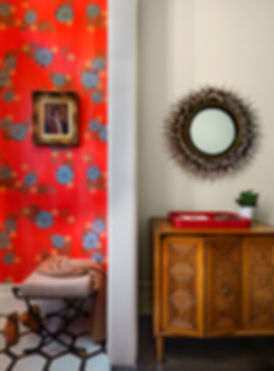 Floral wallpaper, modern entry